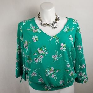 lily white floral blouse Size 1X.   Pit to pit app
